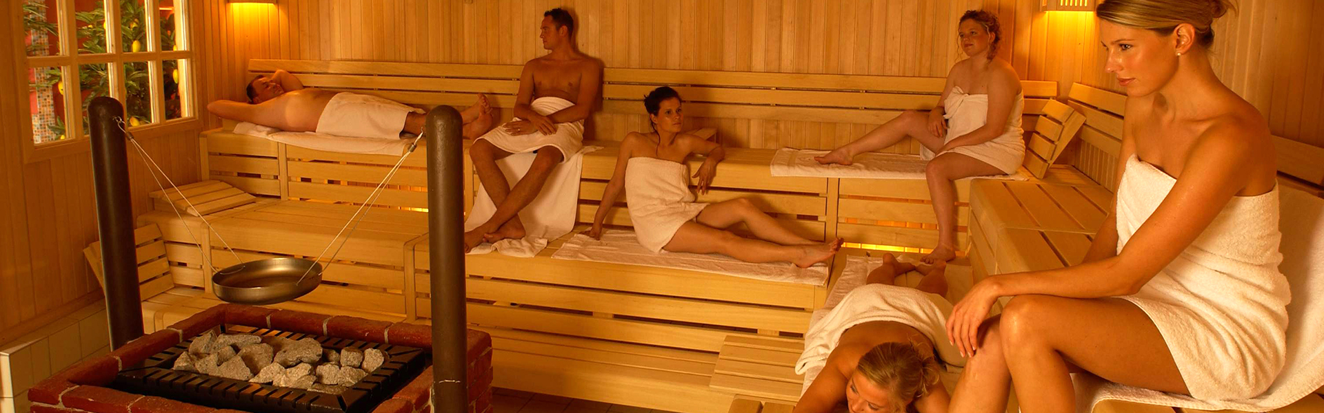 Как отдыхают толстые женщины в бани